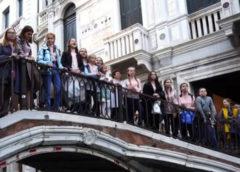 Как заставить иностранцев плакать, флешмоб в Венеции — Ах ты, степь широкая